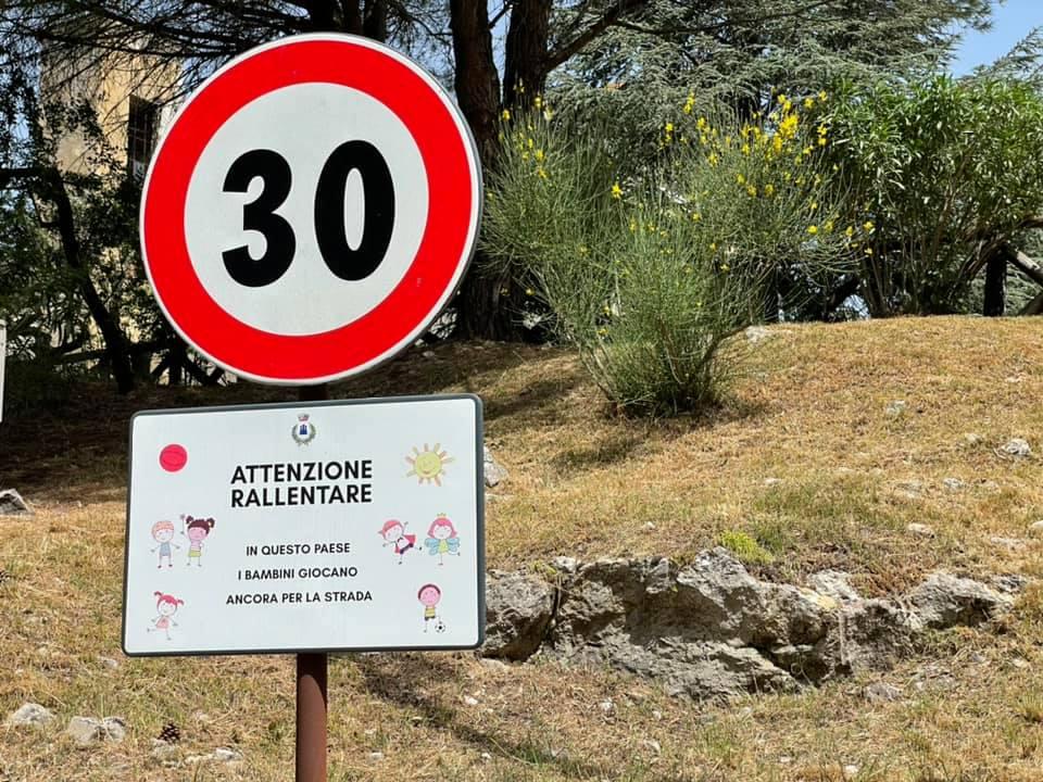 Tortorella, il paese che protegge i bambini: «Qui giocano liberi in strada»