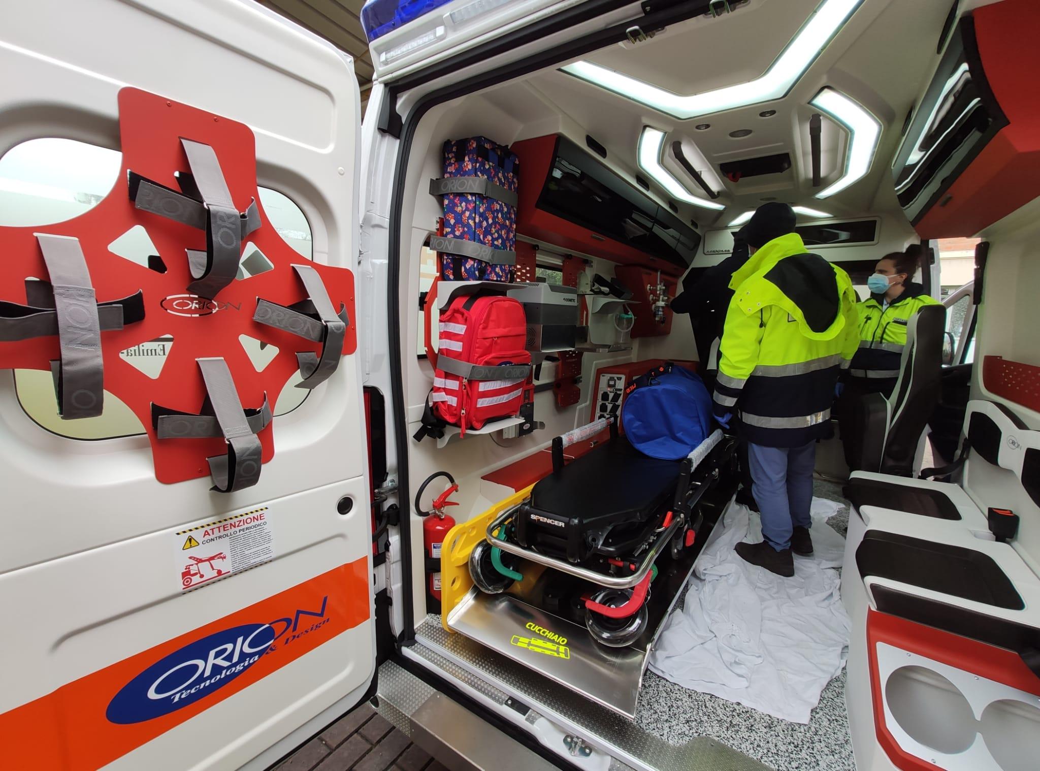 Cade in casa e batte la testa sul pavimento: grave 69enne a Sant'Arsenio