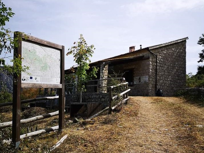 Sacco, apre il Rifugio Motola: lo spettacolo a 1000 metri tra le montagne del Diano