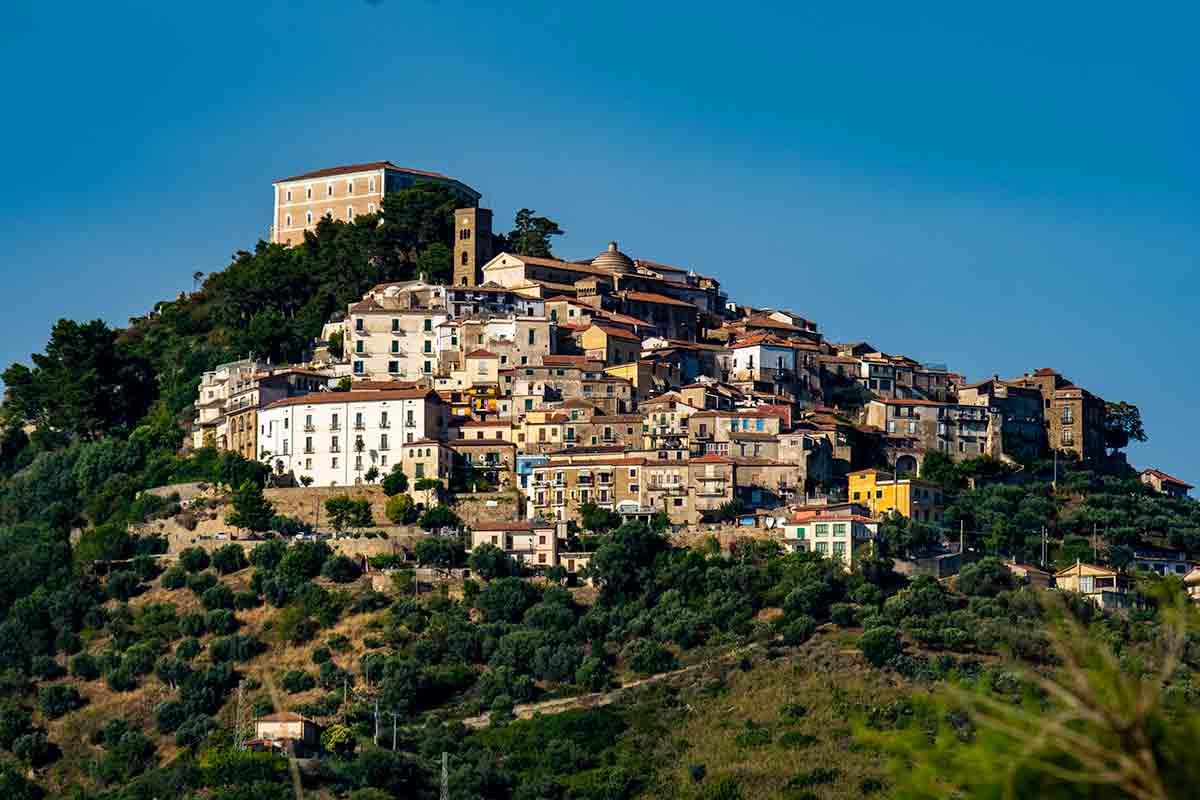 """Zero contagi a Castellabate, il paese di """"Benvenuti al sud"""" è covid free"""