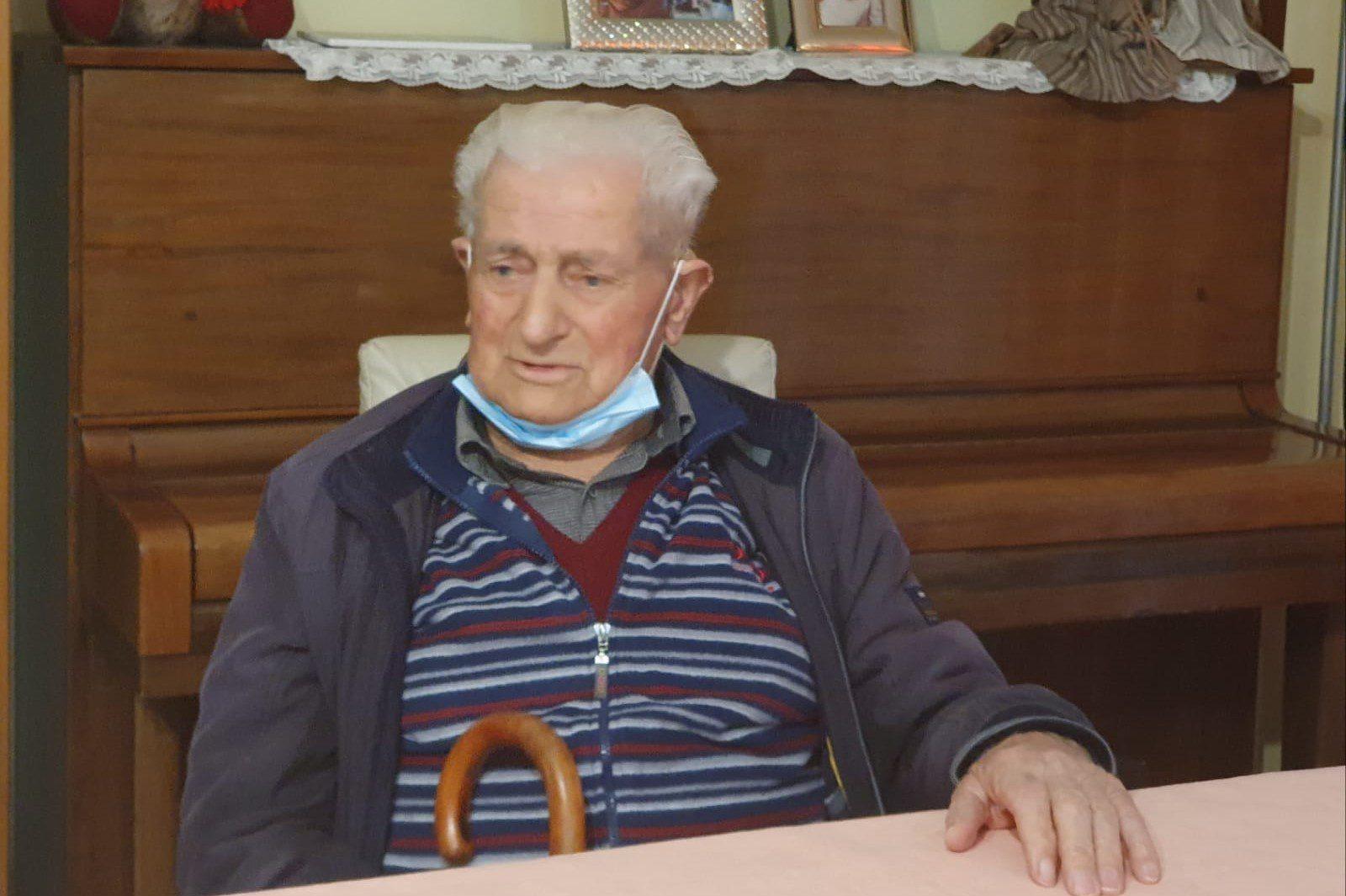 Caselle in Pittari, vaccinato un centenario: «Sto bene. L'ho fatto con convinzione»