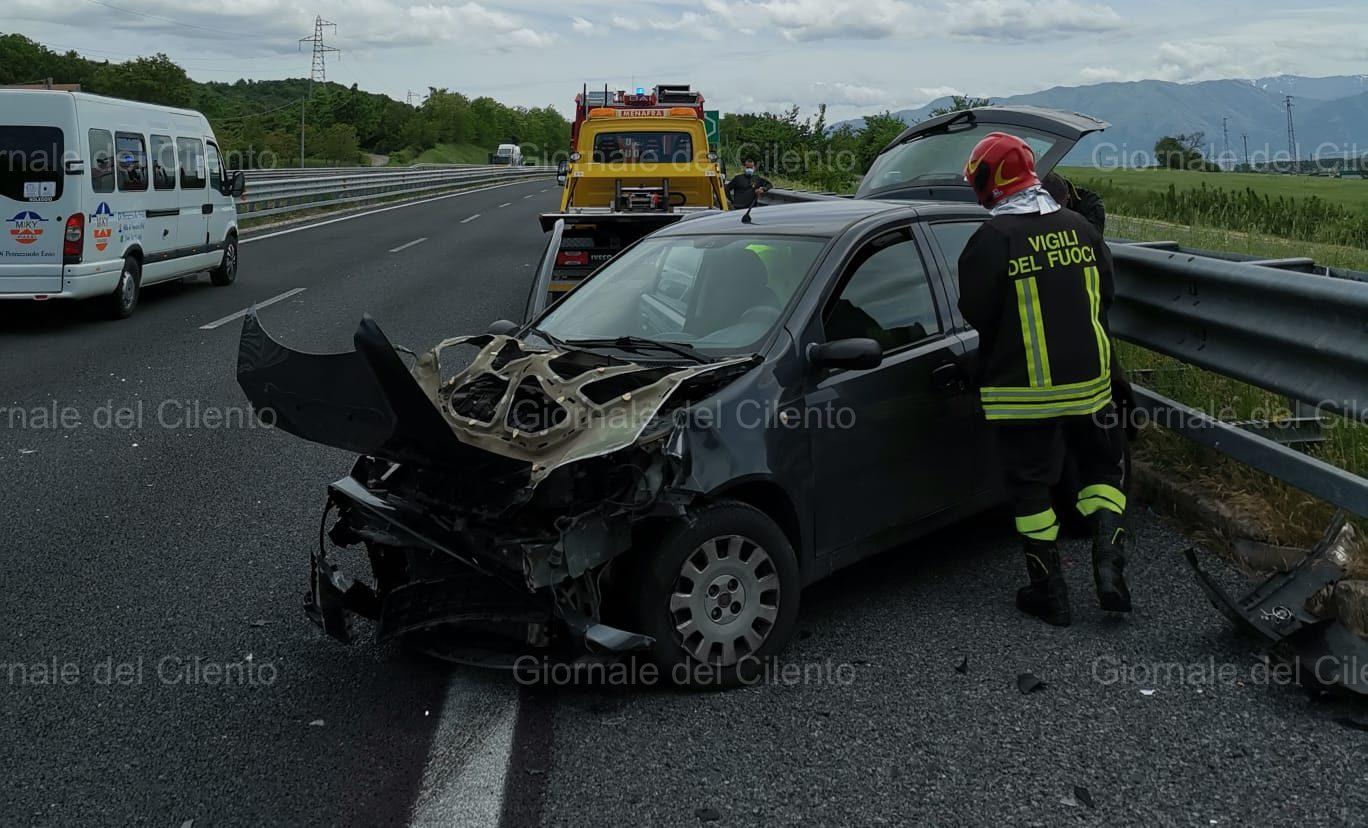 Incidente in autostrada, ferite mamma e figlia di Padula