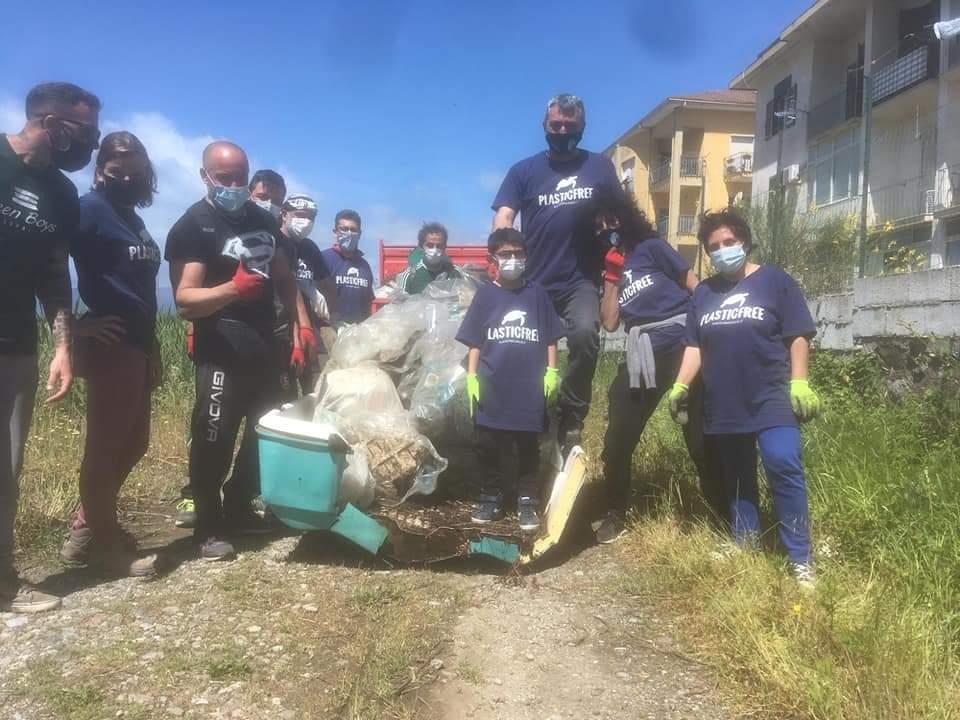 Volontari per l'ambiente a Sapri, Torraca e Tortorella: raccolti rifiuti abbandonati