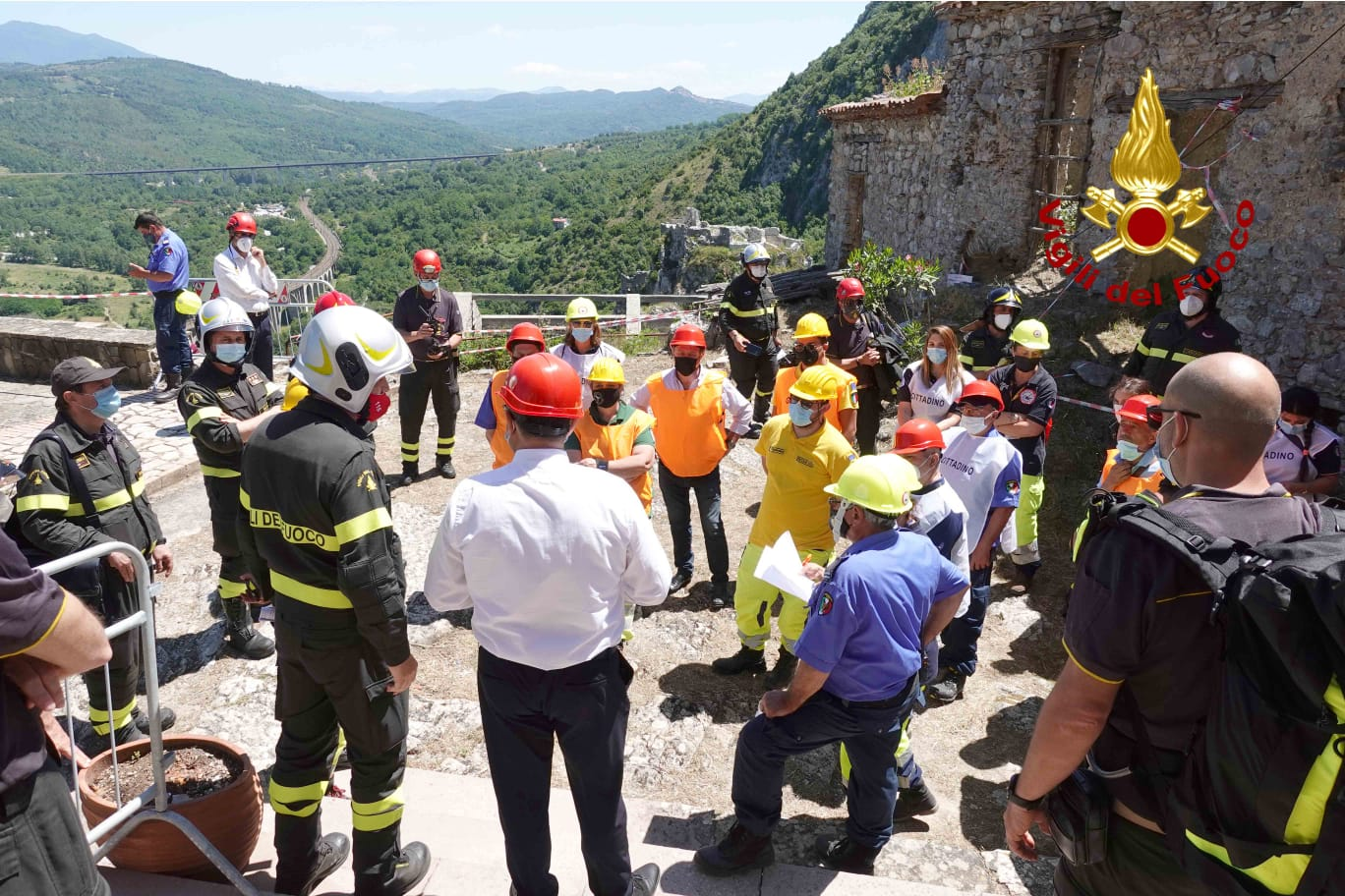 Il borgo vecchio di San Severino di Centola è campo d'addestramento dei vigili del fuoco | FOTO