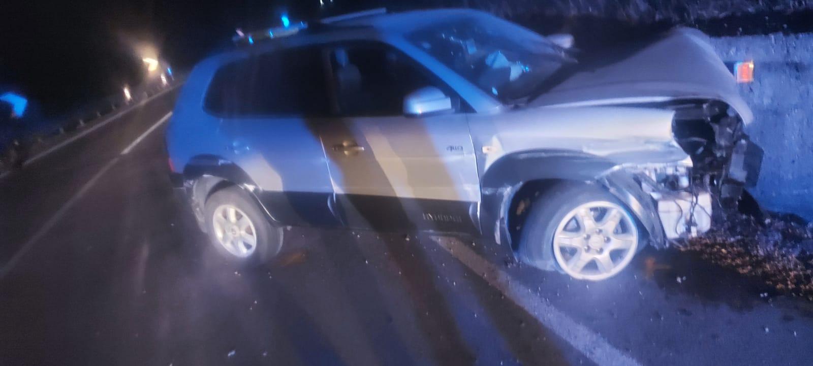 Atena Lucana, auto contro muro: due feriti