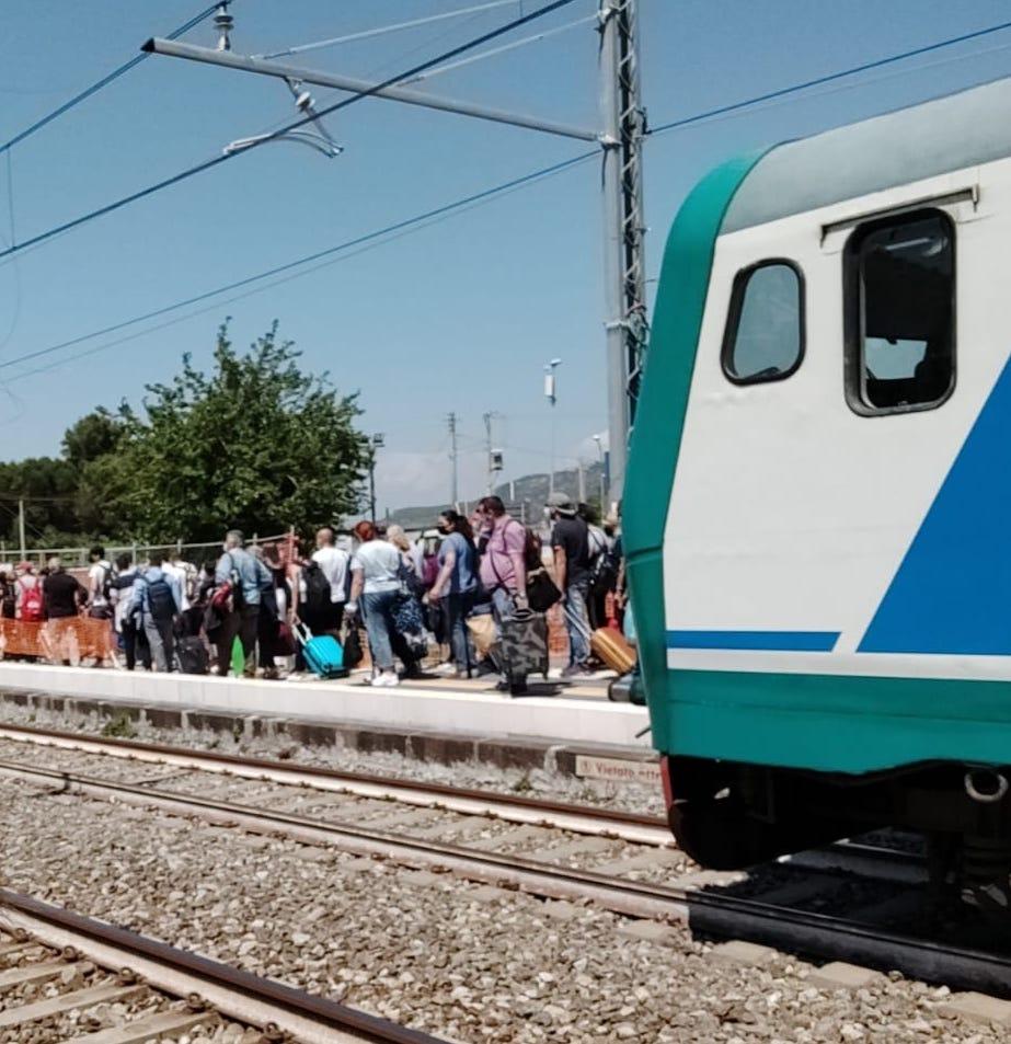 Dramma sul treno per il Cilento, 69enne ha malore e muore