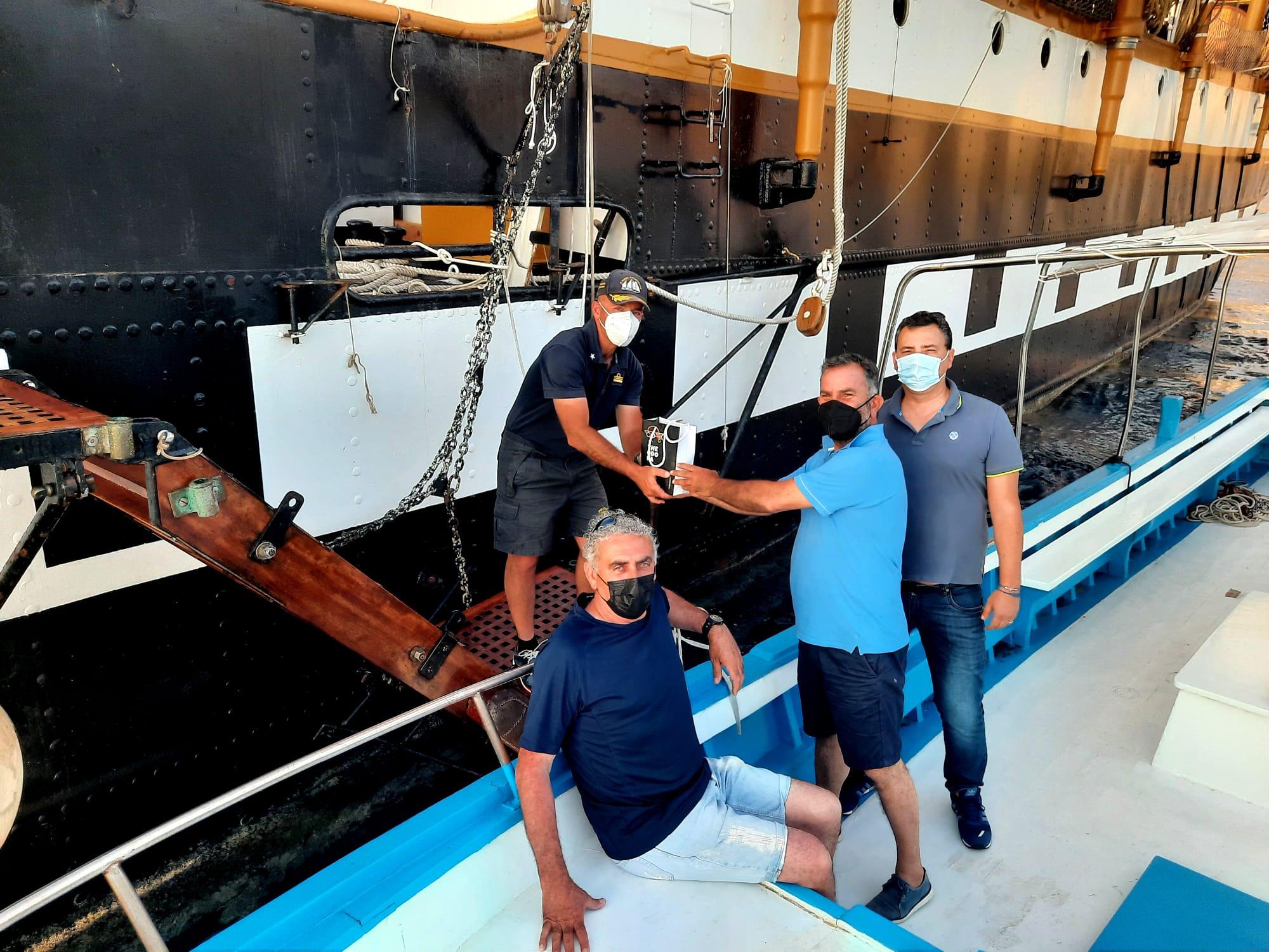 La nave scuola Palinuro nel Cilento: «Una sorpresa gradita, forse nuova sosta a luglio»