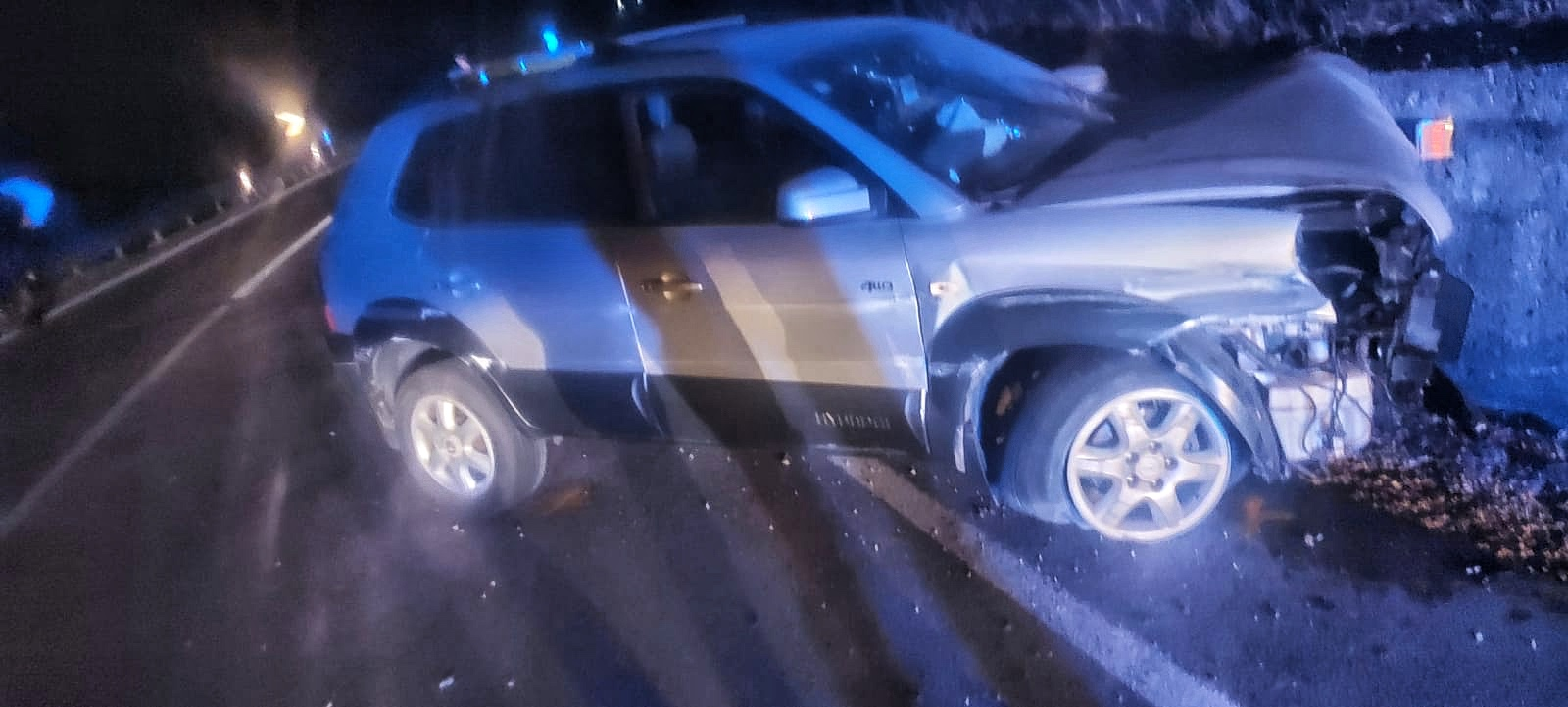 Atena Lucana, auto contro muro: due ragazzi feriti