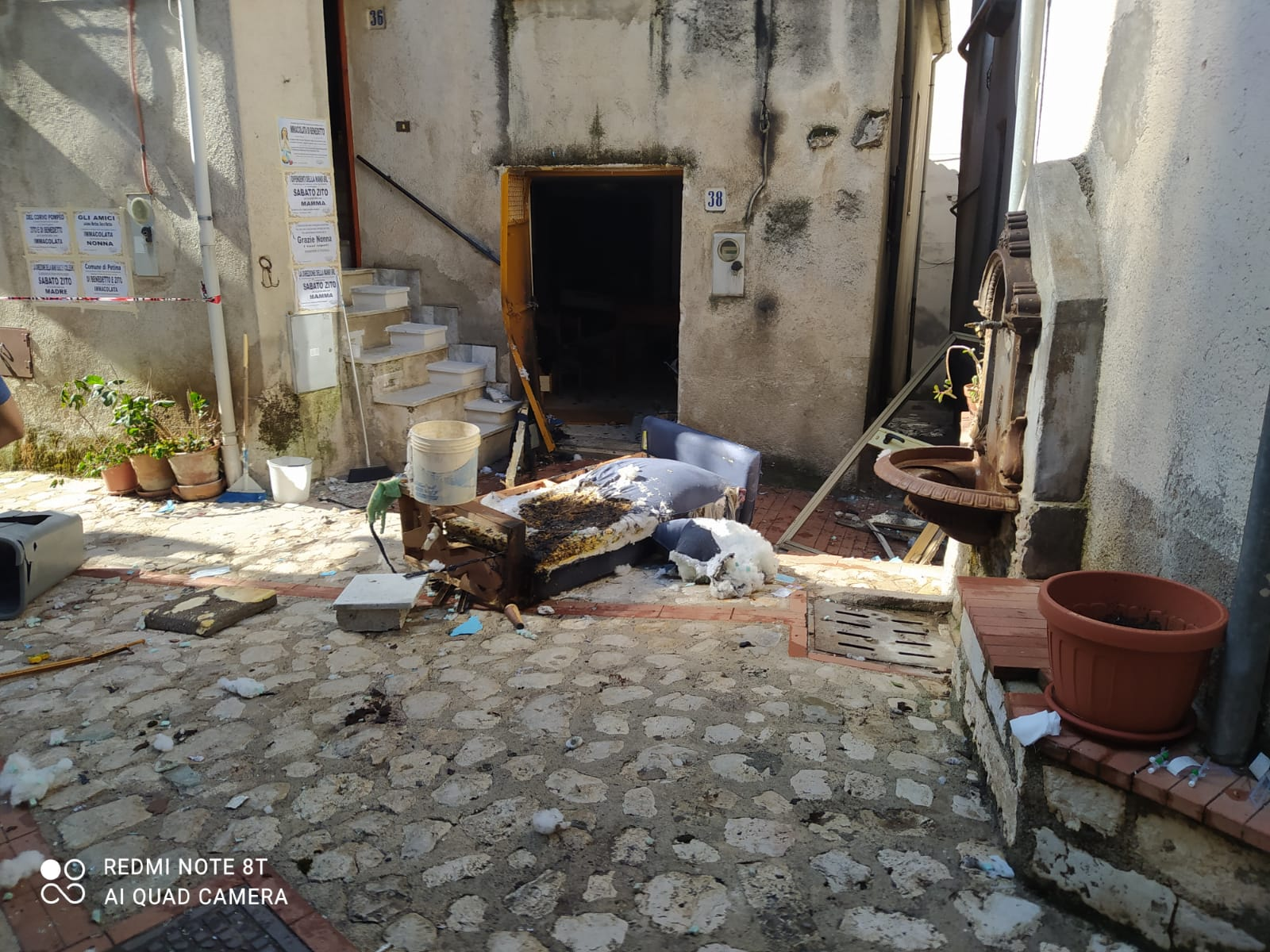 Petina, esplode bombola in abitazione: 51enne in eliambulanza