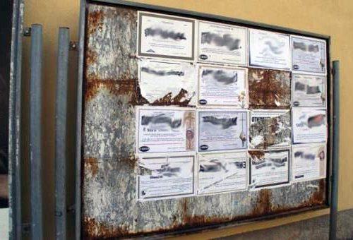 Troppe affissioni funebri, Comune di Polla ordina di usare manifesti più piccoli