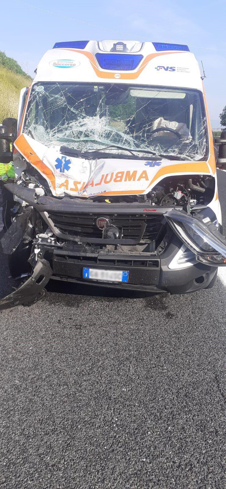 Incidente stradale tra Polla e Petina, coinvolta un'ambulanza