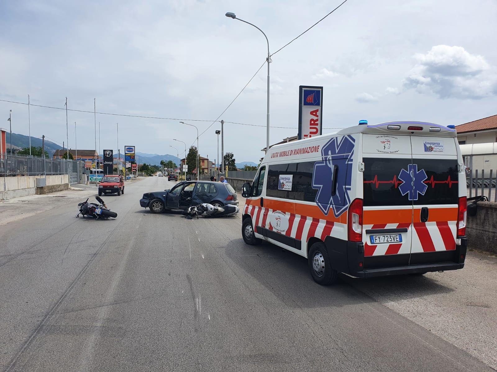 Scontro tra moto e auto a Sala Consilina, feriti due centauri