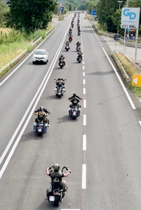 Centinaia di bikers in sella alle Harley Davidson in viaggio alla scoperta del Cilento | FOTO