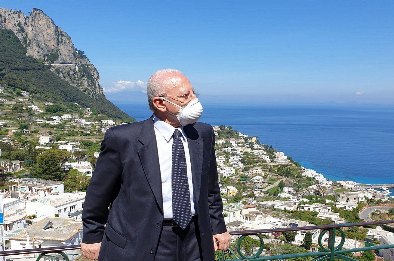 Covid, appello di De Luca: «Vaccinatevi, è importante anche per turismo»